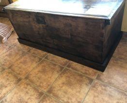 Grand coffre en bois restauré BA001