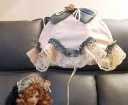 Lampe décorative avec poupée en porcelaine