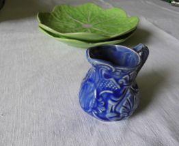 ancien pot à crème en barbotine bleue