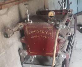 ancienne pompe a filtrer le vin