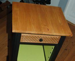 Chevet, meuble d'appoint entièrement restauré.