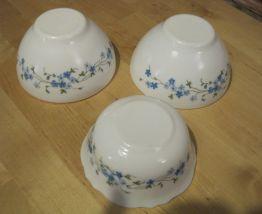 3 bols   Arcopal  décor  Myosotis Veronica   blanc et bleu