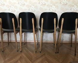 4  chaises modèle Pégase de Baumman par Pierre Guariche