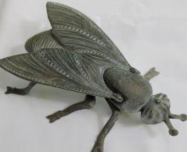 cendrier mouche abeille en métal régule