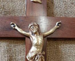 Crucifix mural bois et laiton
