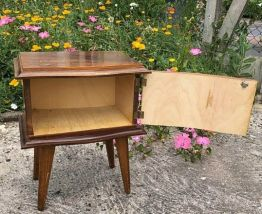 Table de chevet ancienne en bois vintage