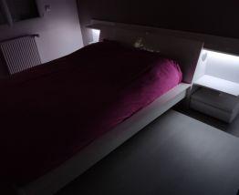 Ensemble lit et tête de lit hi fi