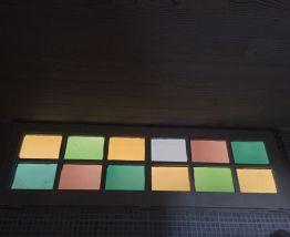 2 portes et baie vitrée, bois et verre multicolore, effet dé