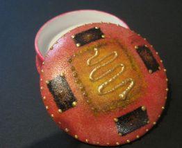 Petite boite a pilules en porcelaine ronde