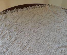 Petite couverture ancienne/ dessus lit crochet d'art