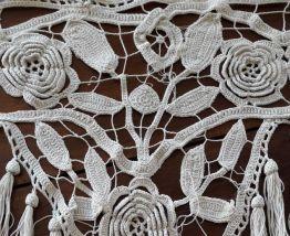 Dessus de cheminée ancien Coton  crochet d'art