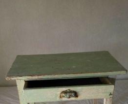 petite table d'appoint vintage bon état mais pas retouchée