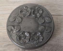 Boîte ronde avec fleurs, étains d'art