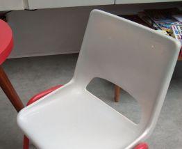 Paire de chaises école maternelle dlg Robin Day