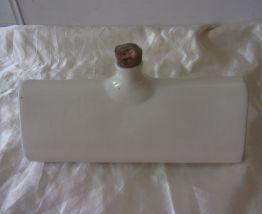 Ancienne bouillotte triangulaire en céramique