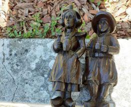 2 paires de statuettes bretonnes