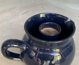 Lot de 2 objets en céramique bleue, un pichet et un pot