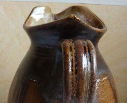 Pichet/pot à eau ancien en grès vernissé