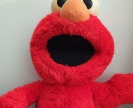 Elmo chatouille moi