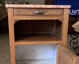 Table de chevet en bois et marbre