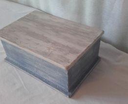 boite bleue en bois