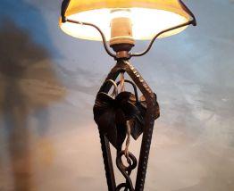 lampe  art deco fer forgèe avec tulipe en pate de verre 1930