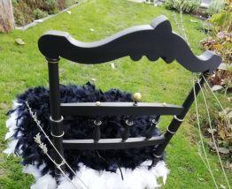 Chaise tres ancienne noire poudrée et dorée vraies plumes