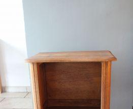 Petit meuble d'appoint châtaignier années 60