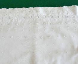 Parure de lit bébé  coton blanc et broderie anglaise vintage