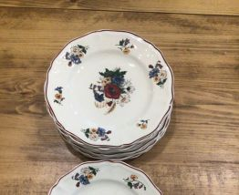 8 assiettes vintage fleuries