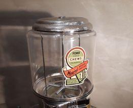 Distributeur chewing gum et bonbon. Style vintage, 80s globe