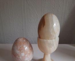 Coquetier et œufs en albâtre