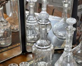 Carafe en verre moulé