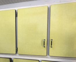 Buffet de cuisine en trois parties formica jaune années 60