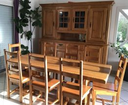 Table et 8 chaises bois massif