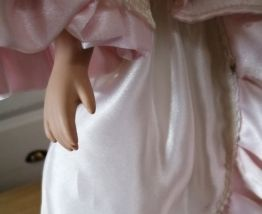 poupée de collection en porcelaine