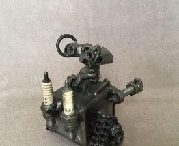 Figurine Wall-e en metal de récupération