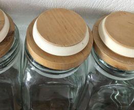 Les 4 pots en verre et couvercle bois