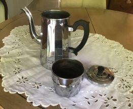 Cafetière ancienne avec anse en Bakélite