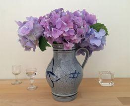 Vase Pichet en Grès, Décor Floral Bleu Cobalt, Poterie Artis