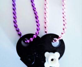 Collier Lego cœur noir, fleur, se partage en 2