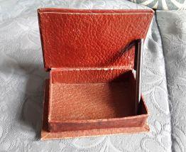 Boîte à cartes en cuir  repoussé