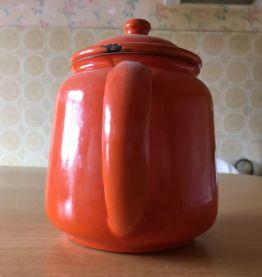 Théière émaillée orange