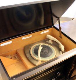 Meuble enfilade radio vintage années 50