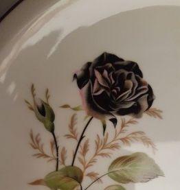 Service vaisselle rose noire