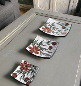 Set de 3 assiettes décoratives peintes à la main carrées