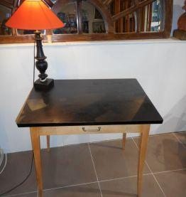 Table à ecrire dessus noir vintage