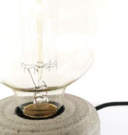Lampe artisanale à poser en béton