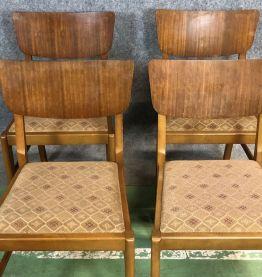 Suite de 4 chaises des années 70