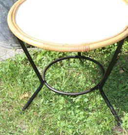 Table basse en rotin pieds métal noirs